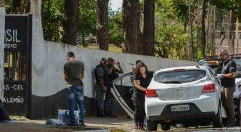 Perícia feita pela Polícia Civil no carro em que chegaram dois jovens armados e encapuzados que invadiram a Escola Estadual Professor Raul Brasil e disparam contra os alunos, em Suzano, São Paulo