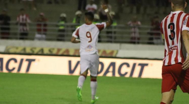 Odilávio marcou o primeiro gol do Náutico no jogo