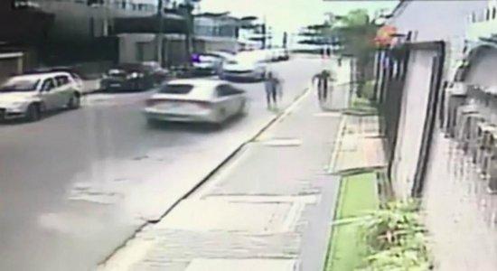 Polícia procura por mais dois suspeitos de assaltarem turistas no Pina