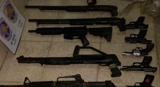 PM detalha apreensão de arsenal no Cabo de Santo Agostinho