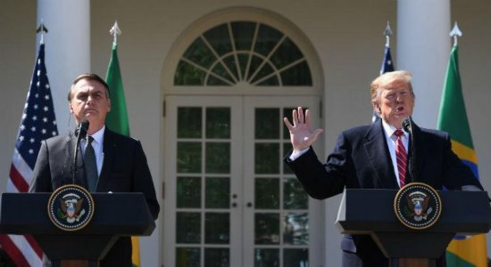 """Trump afirma que """"não descarta"""" proibir voos brasileiros para os EUA"""