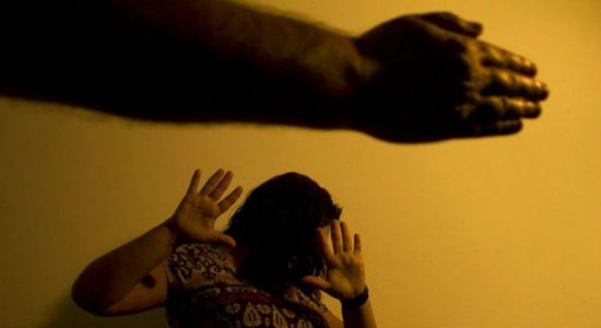Profissional de saúde pode ter de informar violência contra mulher
