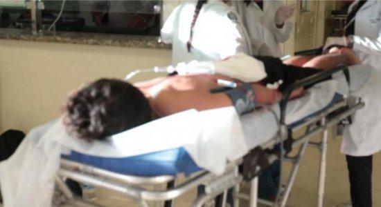 Família de jovem baleado em Jaboatão nega troca de tiros com a polícia