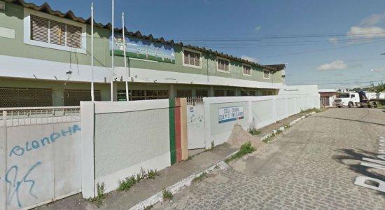 Aluna esfaqueia colega dentro de escola em Abreu e Lima