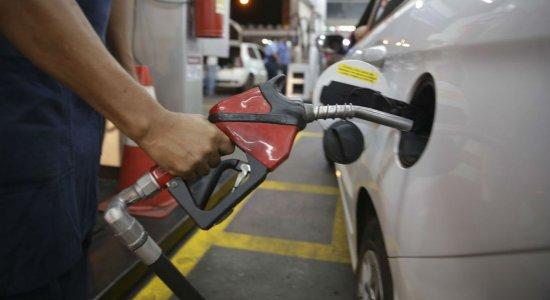 Petrobras baixa preço da gasolina em R$ 0,03 e diesel em R$ 0,04