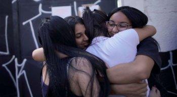 Alunos e professores de outras escolas de Suzano também estiveram na Raul Brasil pra prestar solidariedade