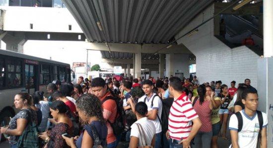 Trens da Linha Sul do Metrô do Recife continuam sem funcionar
