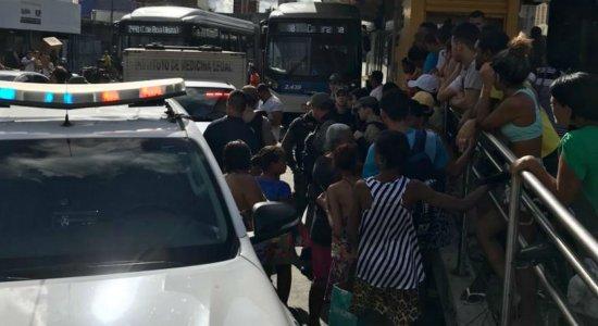 Ambulante é assassinado com, pelo menos, 15 facadas em estação do BRT