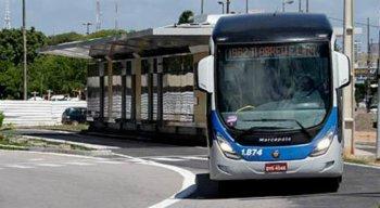 Um dos ônibus assaltados foi um da linha BRT T.I. Abreu e Lima/PCR. A investida ocorreu no bairro de Salgadinho, em Olinda.