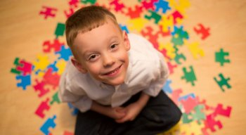 Nem sempre uma criança com autismo precisa necessariamente apresentar toda a lista de sintomas