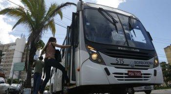Um ônibus da linha PE-15/Boa Viagem foi assaltado na noite dessa segunda (1º), no Viaduto Capitão Temudo, Cabanga, Recife.