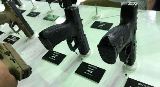 Arma é furtada em feira de segurança e defesa no Rio