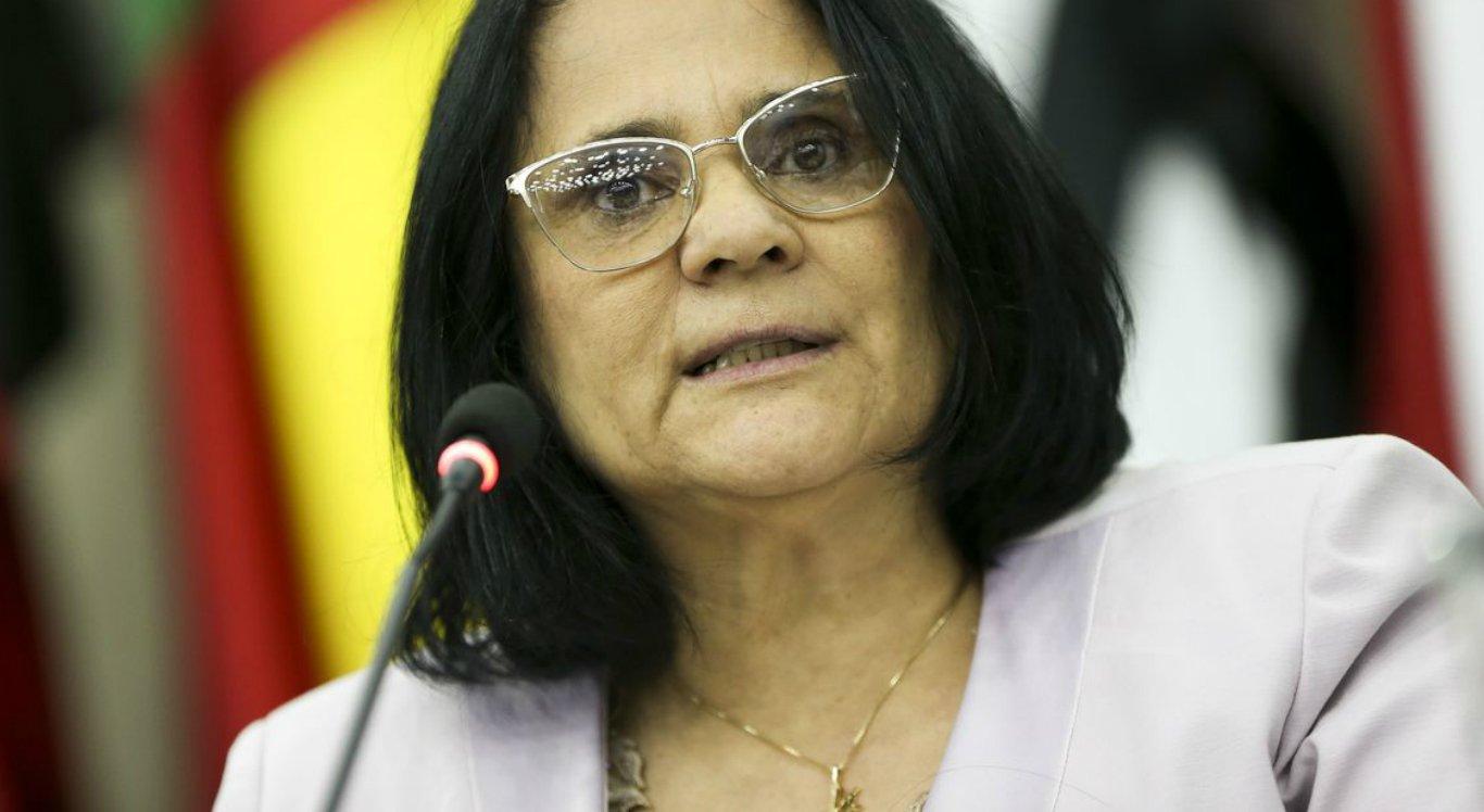 Ministra Damares Alves pode deixar governo Bolsonaro, segundo revista