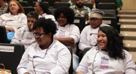 Curso de diversidade na cozinha dá oportunidade às pessoas LGBT's