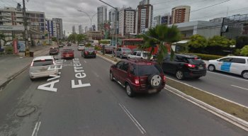 O trecho de interdição fica próximo ao Restaurante Macunaíma, na Avenida Domingos Ferreira