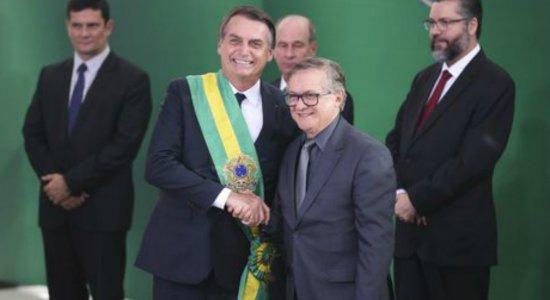 Permanência de Vélez no MEC será definida nesta segunda, diz Bolsonaro