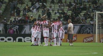 Jogadores do Náutico em grito de guerra na Arena Castelão, em Fortaleza