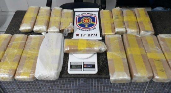 Mulher é presa suspeita de tráfico de drogas na Zona Sul do Recife