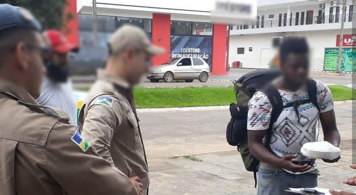 Imigrante colombiano recebe marmita com cacos de vidro e é hospitalizado