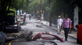 Com o decreto, passa a ser possível fazer contratação de serviços emergenciais de resposta à enchente sem licitação.