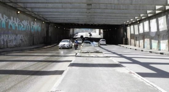Motoristas denunciam alagamento em túnel na Zona Sul do Recife