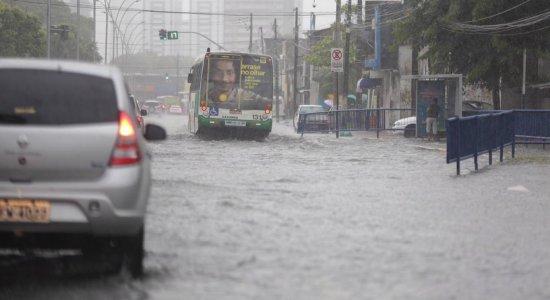Confira os locais onde mais choveu e os pontos de alagamentos no Grande Recife