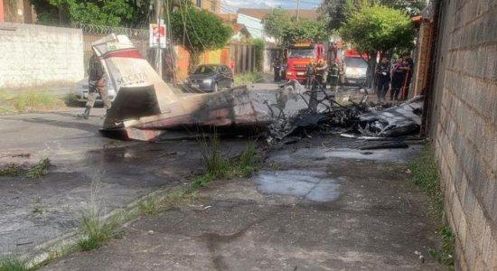 Avião de pequeno porte cai e deixa um morto em Belo Horizonte