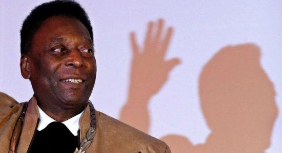 Pelé recebe alta após retirada de cálculo renal em hospital de SP