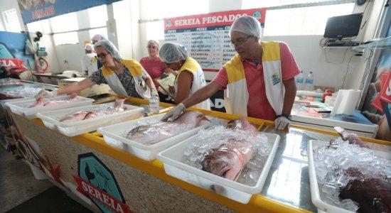 Vigilância Sanitária do Recife fiscaliza venda de peixes nos mercados