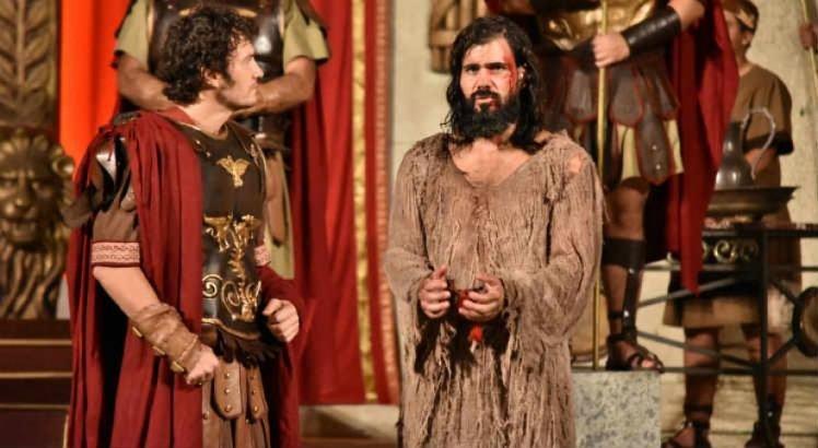 Gabriel Braga Nunes e Juliano Cazarré como Pilatos e Jesus, respectivamente