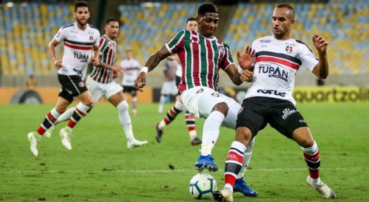 O Fluminense venceu o Santa Cruz por 2 a 0