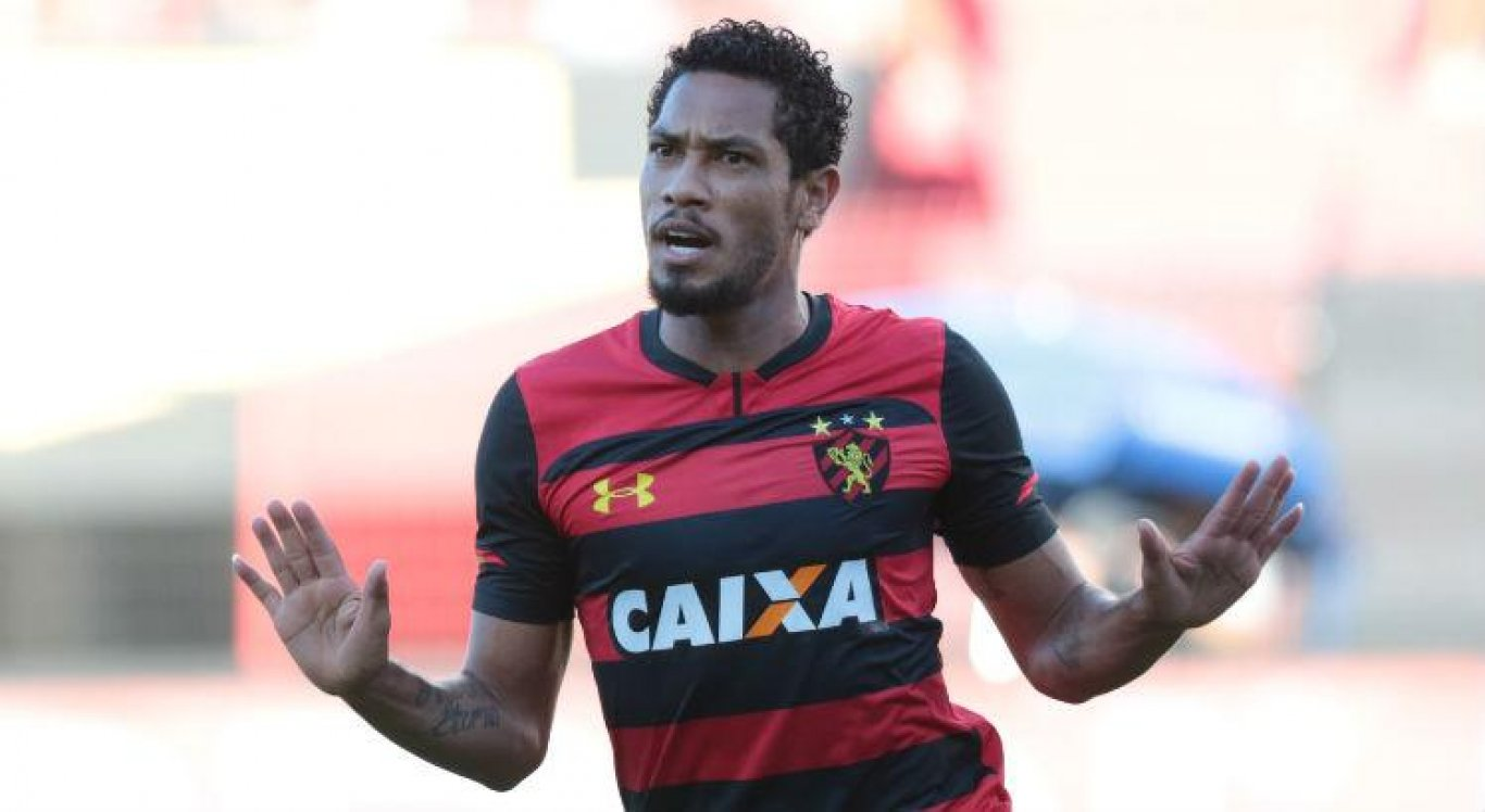 Hernane confirma que recebeu sondagens de Santos e Chapecoense