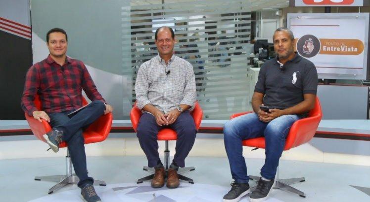 Wilson Souza (C) acredita que a tecnologia no futebol serve para evitar injustiças.