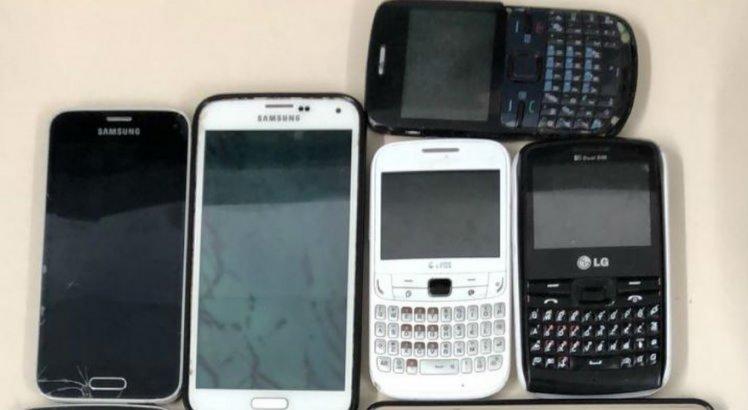 Com os assaltantes foram encontrados 19 celulares