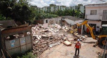 Explosão destrói casas em Camaragibe