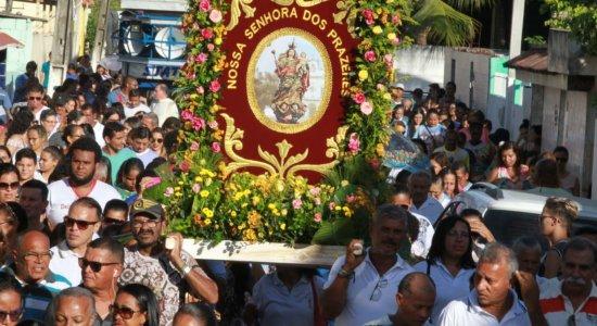 Procissão da Bandeira reúne centenas de fiéis em Jaboatão