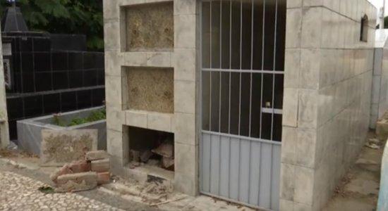 Túmulos são violados no cemitério público de São Caetano, no Agreste