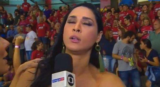 Jaqueline é socorrida após desmaiar durante entrevista ao vivo