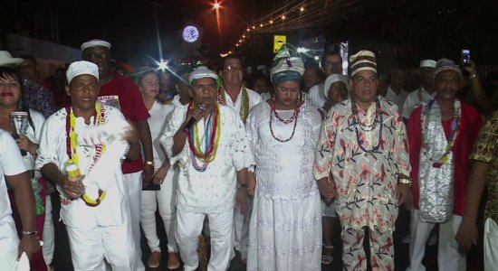 Procissão reune centenas de pessoas na Zona Norte do Recife