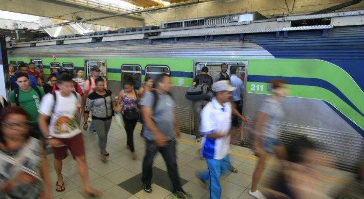 A passagem deve voltar a sofrer reajuste e passar de R$ 1,60 para R$ 3