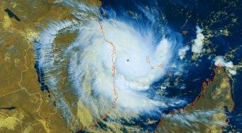 O ciclone tem força equivalente a um furacão de categoria 4 na escala Saffir-Simpson