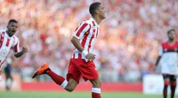Thiago marcou o primeiro gol na reinauguração dos Aflitos, em dezembro do ano passado.
