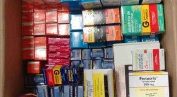 Secretária e farmacêutica foram presas e remédios foram apreendidos