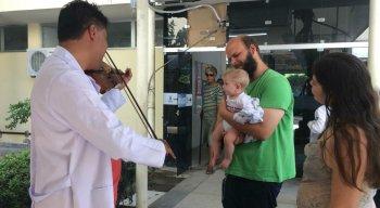 Pacientes, funcionários e acompanhantes puderam ouvir o violinista mineiro Igor Ribeiro
