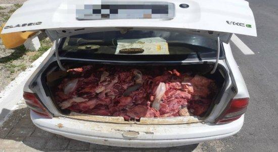 PRF apreende carne sem refrigeração no Sertão de Pernambuco