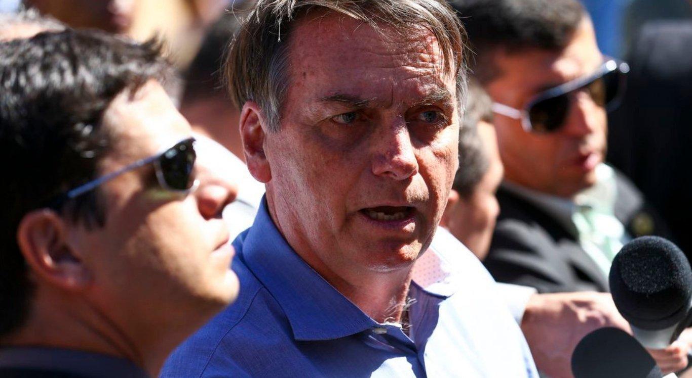 São uns idiotas úteis, imbecis, diz Bolsonaro sobre manifestantes