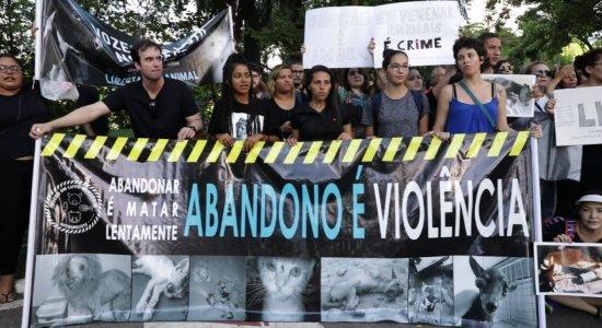 Grupo de ativistas protesta contra morte de animais na Torre
