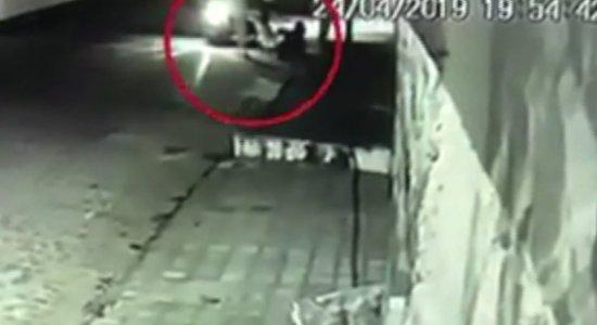 Vídeo: casal tem motocicleta roubada na Mata Sul de Pernambuco