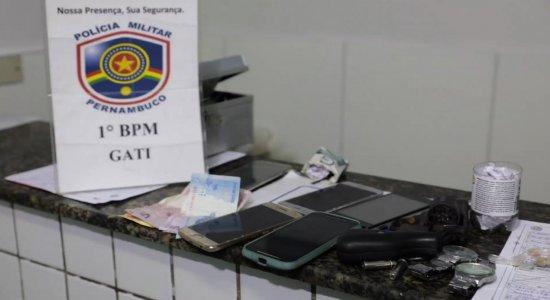 Grupo é preso suspeito de tráficos de drogas e roubos em Olinda