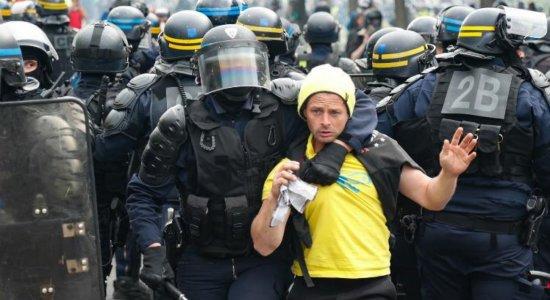 Protesto de 1° de maio termina com 330 detenções na França